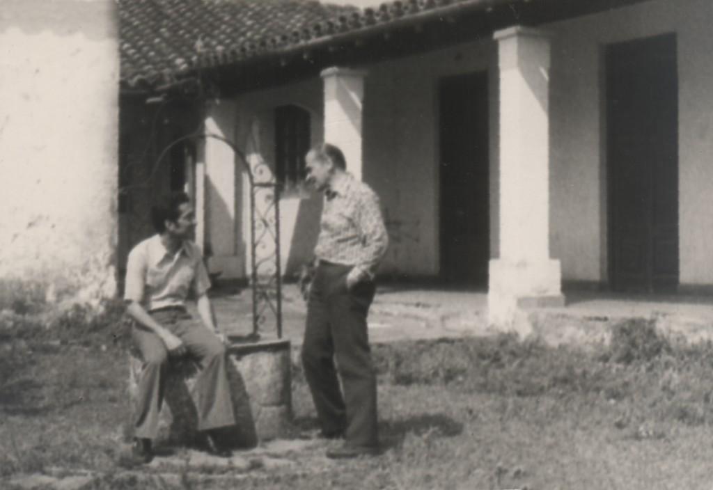 Miguel Ángel Fernández y Gabriel Casaccia en la casa de los abuelos de Casaccia. Fotografía: Miguel Ángel Fernández.
