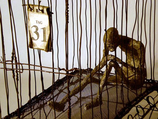 Escultura basada en el cuento El artista del hambre, de Franz Kafka.