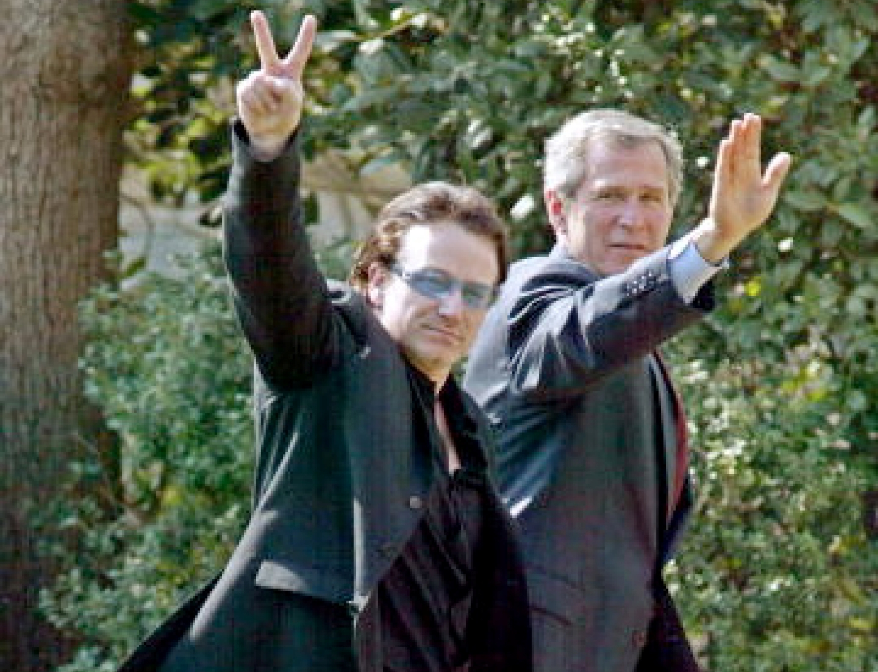 Bono y George W. Bush, fotografía de tapa del libro Bono: en el nombre del poder.