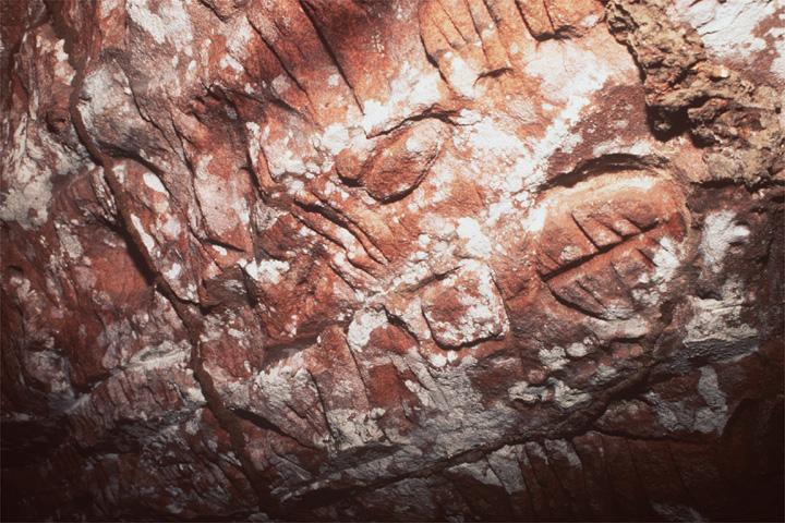 Inscripciones rupestres de cavernas en Capitán Bado, supuestamente rúnicas.