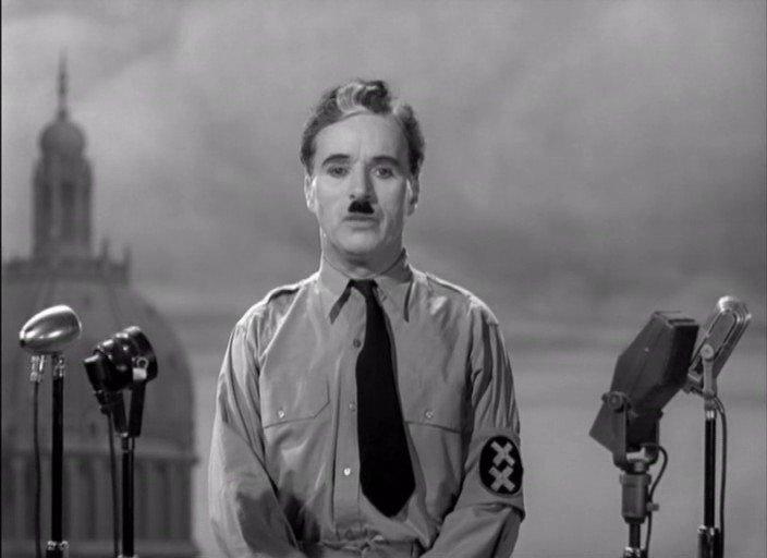 Charles Chaplin en el momento final de El gran dictador.