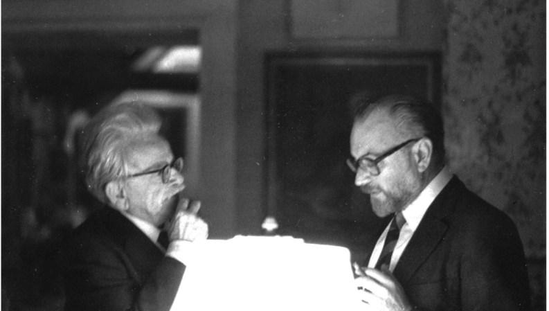 Elias Canetti y Mario Muchnik en Estocolmo, en 1981.