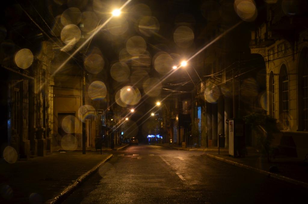 Calle Brasil, de la Asunción nocturna. Fotografía: Cintia Perezlindo.