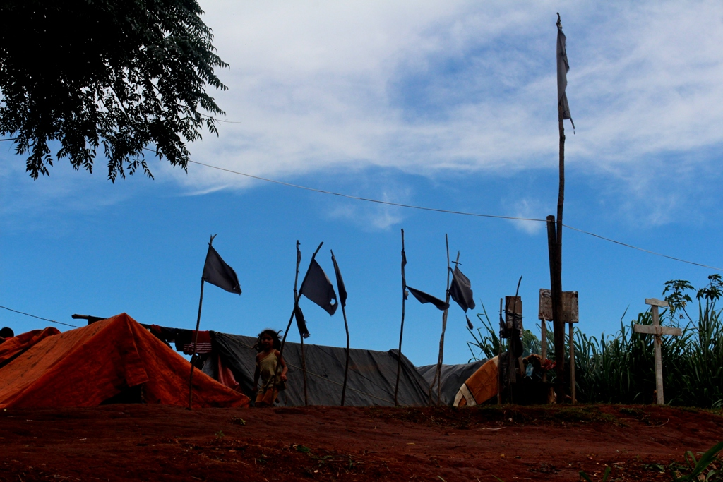 Campamento en la entrada de Marina Kue. Fotografía: Rufo Diana.
