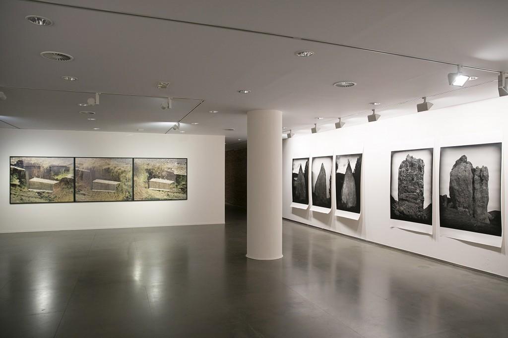 Exposición Todo Pirineos de Enrique Carbó, en Huesca, España. Fotografía: Pablo Otín y Javier Broto.